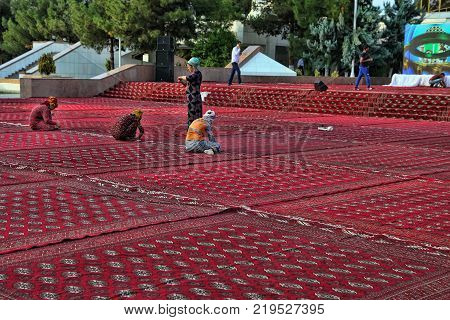 September 12 2017. Ashgabat Turkmenistan : Workers prepare a place for dancing and holding the holiday of Kurban-Bayram.