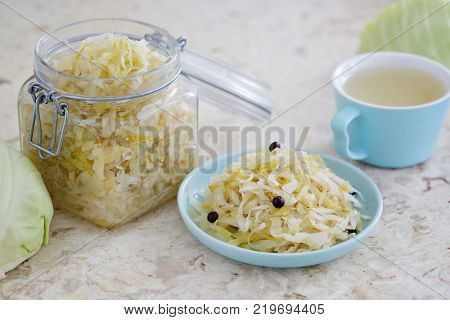 Sauerkraut with juniper berries, sauerkraut juice and fresh white cabbage.