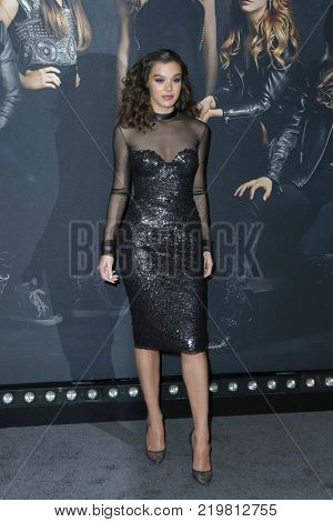 LOS ANGELES - DEC 12:  Hailee Steinfield at the