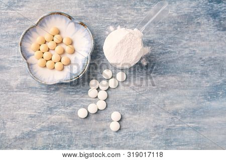 Collagen Powder, Hyaluronic Acid And Vitamin C Tablets. Supplements To Support Collagen Production.