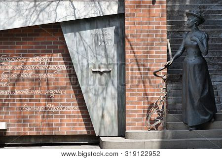 Vladivostok, Russia - April 28, 2019: Monument To American Woman Eleanor Lord Pray Who Lived For 36