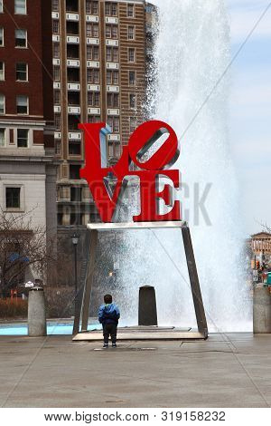 Philadelphia, Pennsylvania/united States - April 15: A Vertical Of The Love Sculpture, Philadelphia,