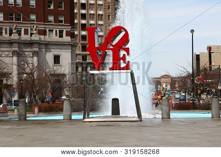Philadelphia, Pennsylvania/united States - April 15: Love Sculpture, Philadelphia, Pennsylvania, In