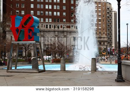 Philadelphia, Pennsylvania/united States - April 15: Love Sculpture In Philadelphia, In Front Of A F