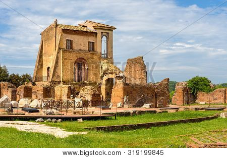 View To Ancient Flavian Palace - Domus Flavia- On Palatine Hill, Rome, Italy.