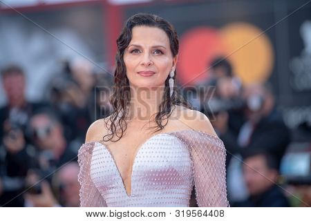 Juliette Binoche  walks the red carpet ahead of the Opening Ceremony  during the 76th Venice Film Festival at Sala Grande on August 28, 2019 in Venice, Italy.