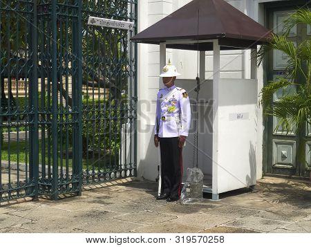 Bangkok, Thailand- June, 22, 2017 Sentry On Duty At A Gate Of The Grand Palace, Bangkok