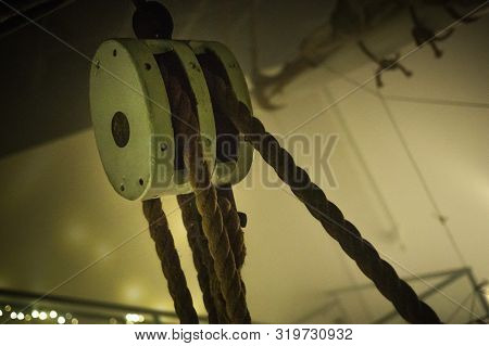 Rope Pully System For Old Sailing Ship