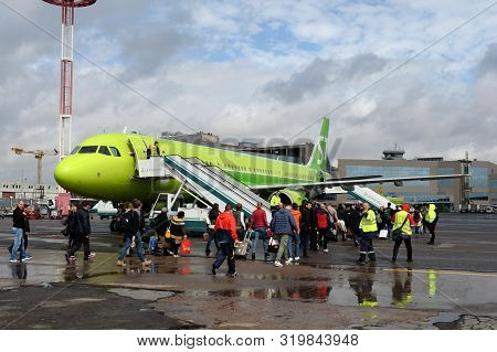 Moscow, Russia - April 26, 2018: Boarding Passengers On An Airbus A321 (tail Number Vq-bqj) Of S7-si