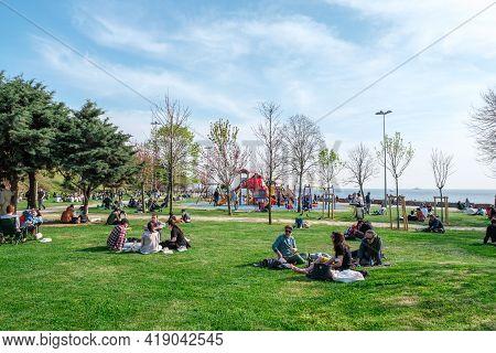 Kadikoy, Istanbul, Turkey - 04.29.2021: Moda Public Park Before Quarantine Day And A Lot Of People S