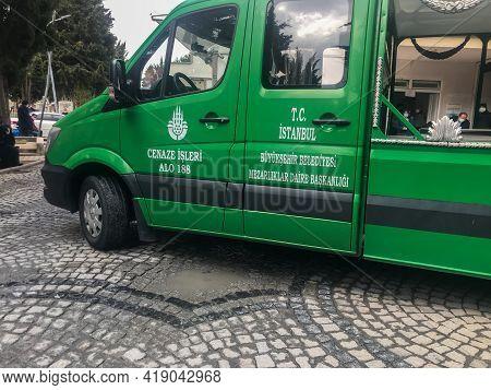 Sisli, Istanbul, Turkey - 04.20.2021: Side View Of Turkish Green Funeral Coach Hearse Car In Zincirl