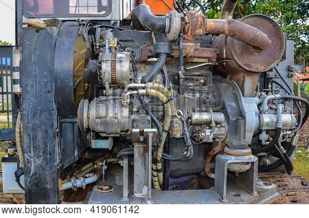 Keningau,sabah-nov 11,2015:view Of Hitachi Excavator Of Hydraulic Pipes And Engine Of Heavy Industry