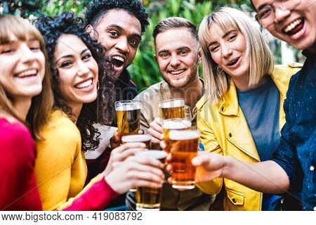 Happy Friends Toasting Beer At Brewery Bar Dehor - Friendship Life Style Concept With Young Millenni