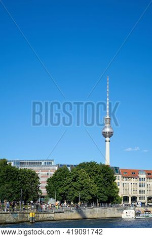 Berlin, Germany - May 31, 2020: Bank Of The River Spree In The German Capital Berlin. In The Backgro