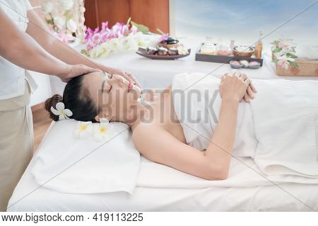 A Beautiful Asian Woman Is Comfortably Relaxed And Sleep In A Spa Shop After The Masseuse Has Massag
