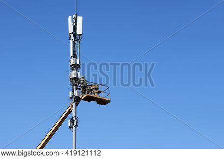 Communication Engineers From The Lifting Cradle Install The Honeycombs On The Cellular Communication