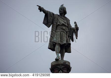 Barcelona, Spain - October 26, 2015: Columbus Monument On The Square Portal De La Pau, At The Lower