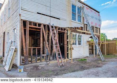 New Orleans, La - April 19: Back Of Old Mansion During Renovation On April 19, 2021 In New Orleans,