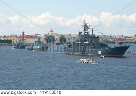 Saint Petersburg, Russia - July 30, 2017: A Wake-up Column Of Ships Of The Naval Russia In The Water