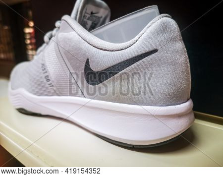 Nike Women's Sneakers In The Nike Brand Store Of Clothing And Footwear 01.05.2021 Khusain Yamasheva