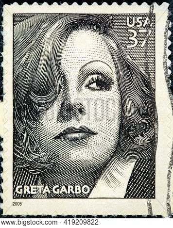 United States Of America - Circa 2004: A Stamp Printed In Usa Showing Greta Garbo Circa 2004
