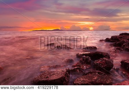 The Atmosphere Of The Sea At Pattaya City In The Evening With The Color Of The Sky Beautiful With Tw