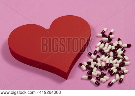 Remedy For The Treatment Of High Blood Pressure, Heart-shaped Wood With Remedies On Side