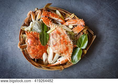 Fresh Seafood Crab On Wooden Steamed Cooking Food In The Restaurant, Blue Swimming Crab Ocean Gourme