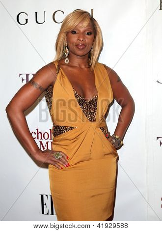 NEW YORK - MAY 01:  MARY J. BLIGE arriving to 2nd Annual Mary J. Blige Honors Concert  on May 1, 2011 in New York, NY