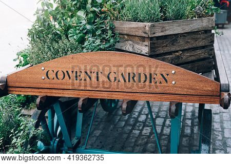 London, Uk - 24 June, 2018: Covent Garden Area With Beautiful Summer Flower Bed In Wooden Cart, Famo