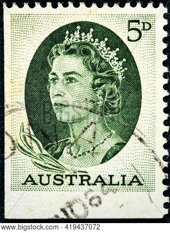 Australia - Circa 1963: A Used Postage Stamp From Australia Depicting A Portrait Of Queen Elizabeth
