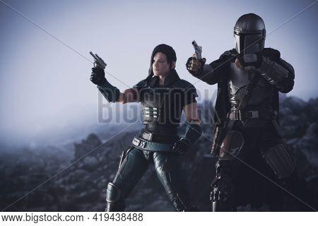 MAY 1 2021: Disney Plus The Mandalorian - bounty hunger Din Djarin and Cara Dune - Hasbro action figures