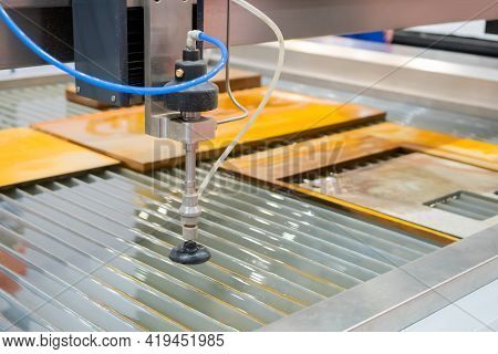 Fast Extreme Cnc Automatic Waterjet Cutting Machine Working With Sheet Metal By High-pressure Water