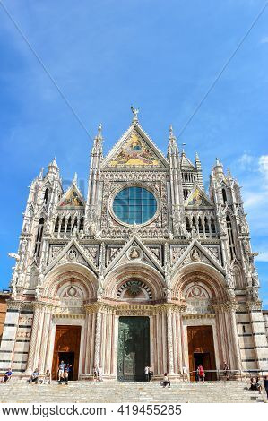 Siena, Italy - Circa September 2018. Beautiful View Of Siena Cathedral (duomo Di Siena) In Sunny Day