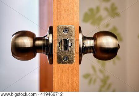 Door Handles With Latch, Ball-shaped, Bronze Color.