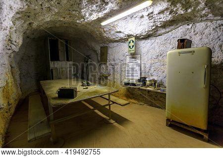Tennant Creek, Australia - Aug 2019: Underground Mine Lunchroom Of Battery Hill Gold Mine. Old Museu