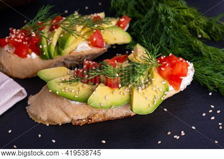Appetizing Canapes, Slices Of Fresh Avocado And Slices Of Ripe Tomato Are Laid Out On A Piece Of Bag
