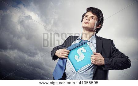 Imagen de joven empresario traje de superhéroe con signo de dólar en el pecho
