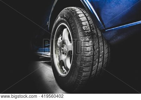 Chernihiv, Ukraine - May 1, 2021: Mercedes-benz Ml W163 Brabus In The Shade. Car Wheels And Tires Cl