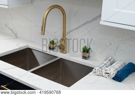 Shiny Stainless Steel Faucet Kitchen Sink House Decor New Luxury
