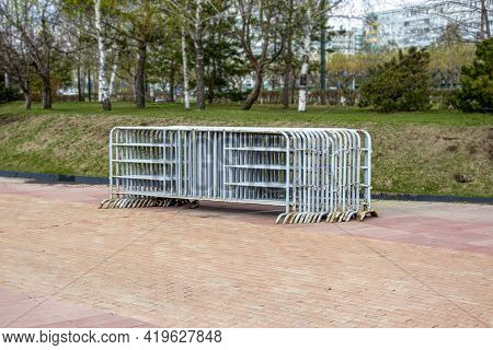 Gray Prefabricated Mobile Safety Fences For Police Festivities, Safety Barriers