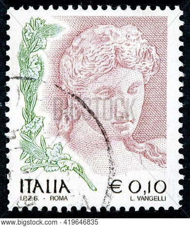 Italy - Circa 2004: A Stamp Printed In Italy, Shows The Head Of Terra Cotta Statue, 3rd Century Bc,