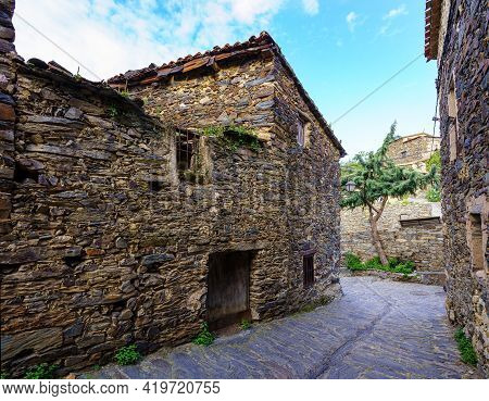 Narrow Alley With Old Stone Houses And An Atmosphere From Another Time. Patones De Arriba Madrid. Sp