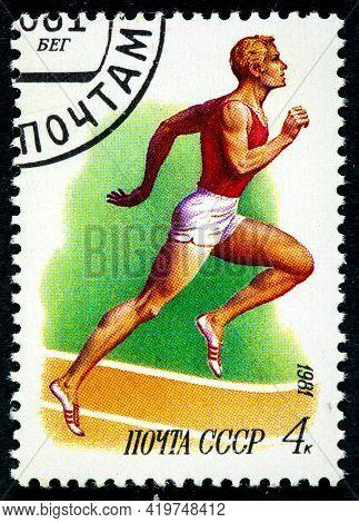 Ussr - Circa 1981: A Stamp Printed In Ussr, Running Athletics,white Male Athlete Running On Stadium,