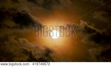Sun Through Clouds On Cloudy Day,sun Shining Through Dark Clouds In The Evening Sky Nature Backgroun