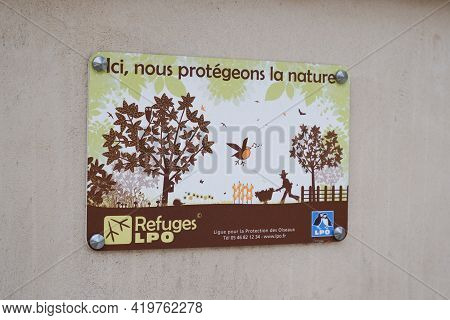 Bordeaux , Aquitaine France - 05 04 2021 : Lpo Refuge Logo And Sign Of League For The Protection Of