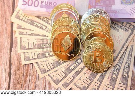 Set Of Cryptocurrencies With Bitcoin, Etherium, Ripple, Monero Coin,dogecoin,tron Coin,eos Coin,dash