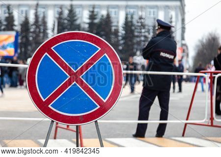 Russia Kemerovo 2019-05-10 Sign Means Driving And Parking Is Prohibited Stands On Pedestrian Crossin