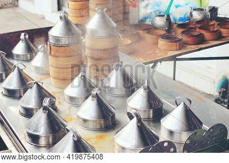 Group Of Dim Sum Are Steaming On The Stove Chinese Restaurant That Is Popular, Food That Is Put In A