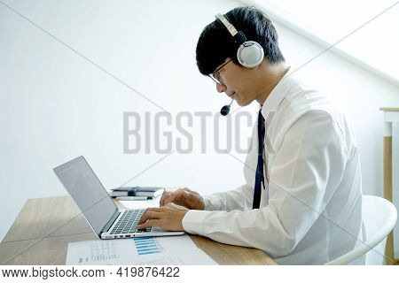 Business People Are Answering Telephone Conversations Using A Headset